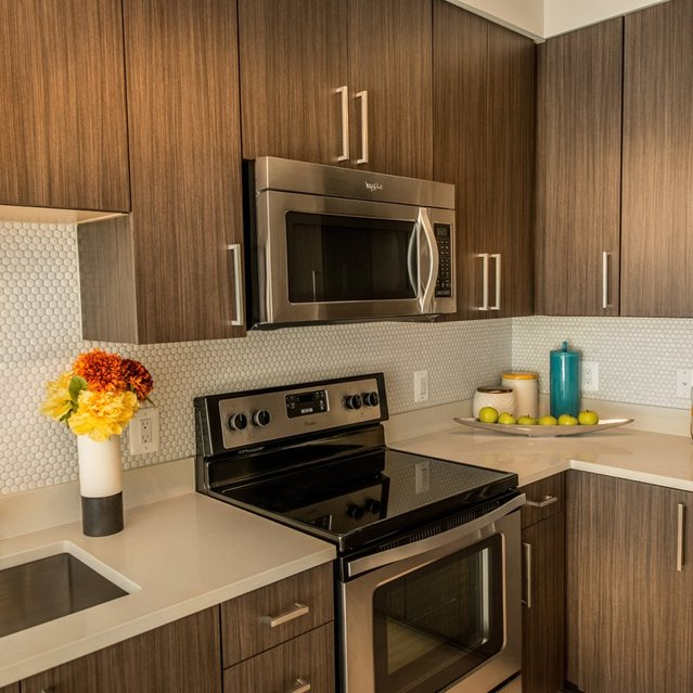 Fenwick Apartments - Fully Equipped Gourmet Kitchen with Moveable Kitchen Islands